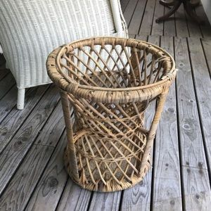 Vintage Whicker/ Rattan Plat Stand